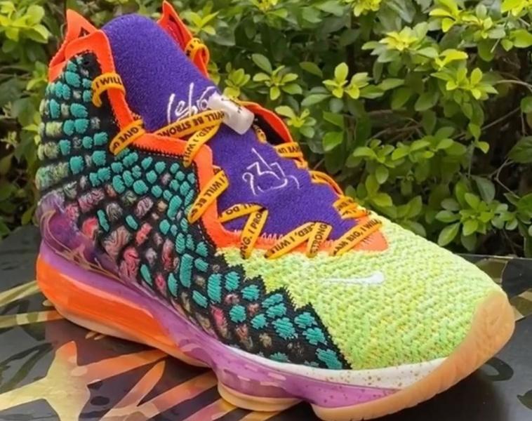 """В интернете появились фотографии новой расцветки Nike LeBron 17 """"What The"""""""