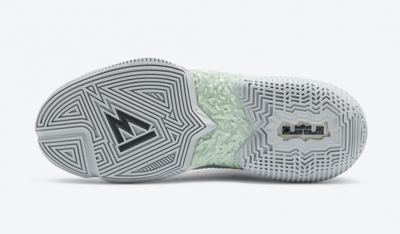 Официальные фото Nike LeBron Ambassador 13 «Empire Jade»