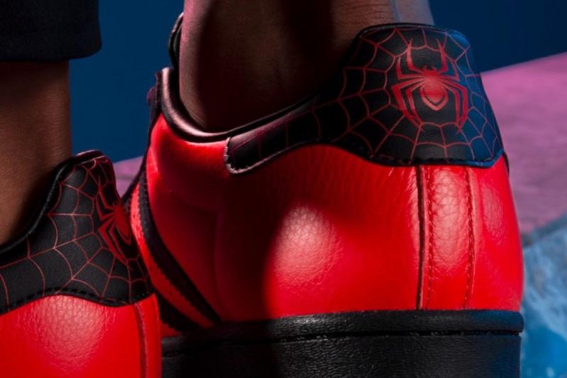 Детали уникальной коллаборации Marvel x PlayStation x adidas Superstar