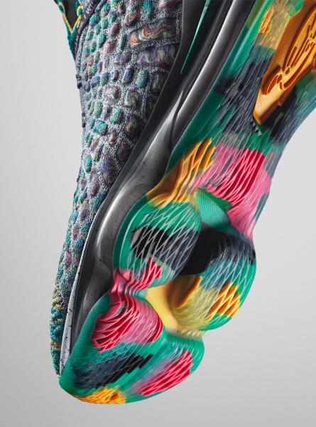 Новая расцветка Nike LeBron 17 будет посвящена открытой им школы в Акроне