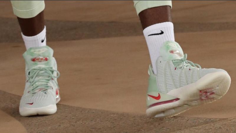 Первое знакомство с новыми баскетбольными кроссовками ЛеБрона Джеймса Nike LeBron 18