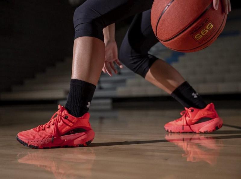 Under Armour специально для девушек выпустит баскетбольные кроссовки UA HOVR Breakthru
