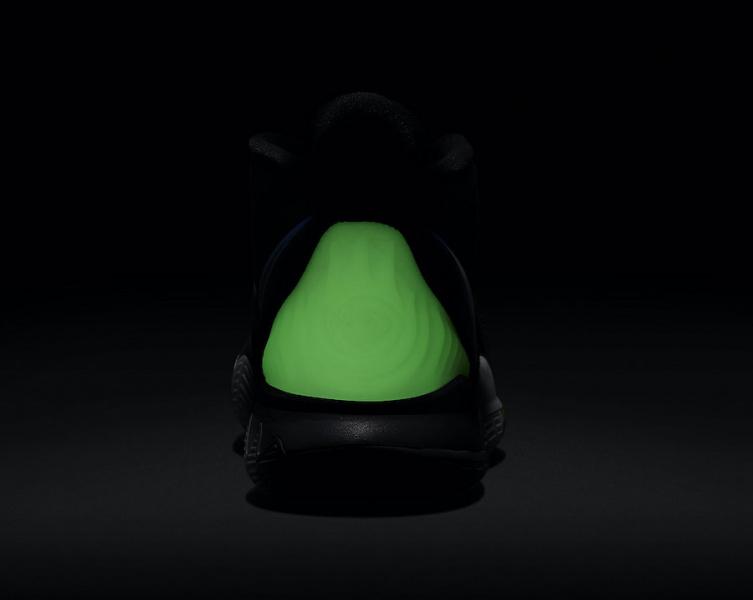 Nike Kyrie 6 выйдут с переливающимся Swoosh и светящимся в темноте задником
