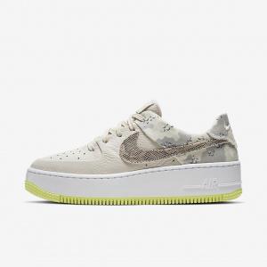 Женские кроссовки Nike Air Force 1 Sage Low Premium Camo CI2673-101